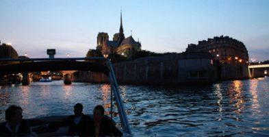 Apéritif aux chandelles original sur la Seine
