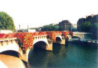Kenzo-pont-neuf-Green-River-Cruises
