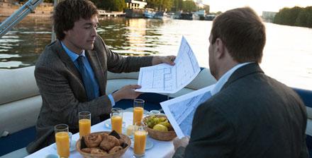Petit déjeuner flottant sur la Seine