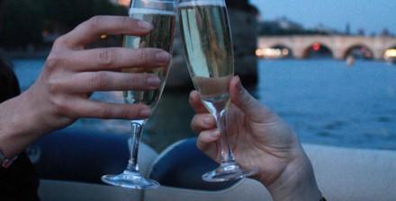 Demande en mariage originale et unique pendant une croisière sur la Seine