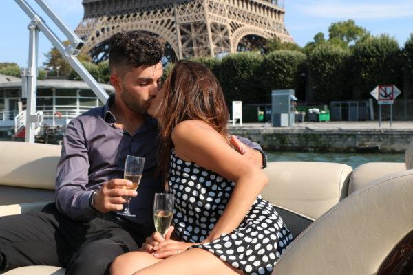 image-couple-tour-eiffel-greenriver-cruises